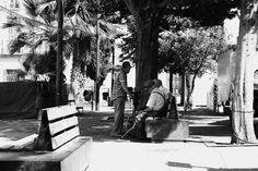 Reunión en la plaza del pueblo.