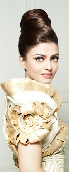 Aishwarya Rai Bachchan, Beautiful, Indian, Awesome Hair Style, Awesome Outfit, Nice Women Apparels