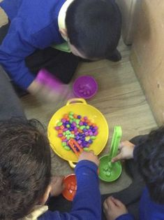 speedy bead catching #abcdoes #eyfs #earlyyearseducation