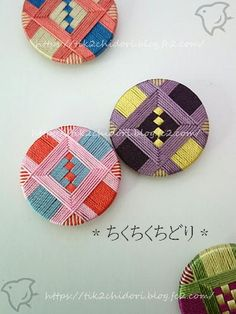 Diy Dream Catcher Tutorial, Dorset Buttons, Crochet Wool, Diy Buttons, Passementerie, Fabric Jewelry, Sewing Notions, Knitting Projects, Fiber Art