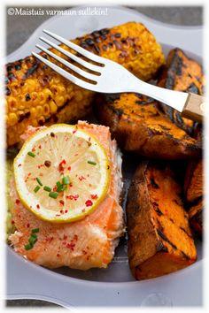 Maistuis varmaan sullekin!: Grillattu lohifilee Tandoori Chicken, Bbq, Curry, Food And Drink, Ethnic Recipes, Healthy Food Recipes, Health, Barbecue, Kalay