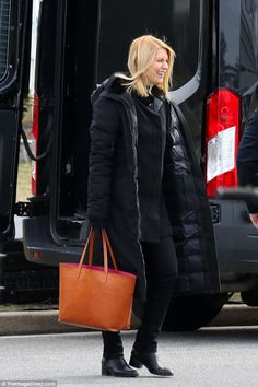 Claire Danes is thrown back by fake explosion on Homeland set Stunt Doubles, Claire Danes, Homeland, Love Her, Competition