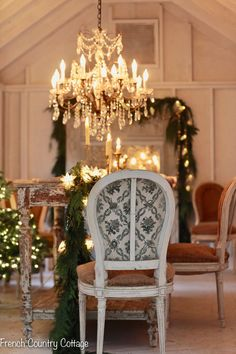 Christmas Magic at Night tour - French Country Cottage French Christmas, Cottage Christmas, Christmas Home, Christmas Ideas, French Country Cottage, French Country Decorating, Barn Table, Holiday Crafts, Holiday Decor