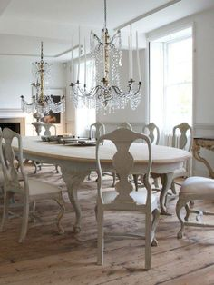 Swedish Rococo Style Ellipse Dining Table that is also shabby chic. Swedish Decor, French Decor, Swedish Style, Swedish Design, Nordic Style, Home Design, Interior Design, Design Design, Oak Table