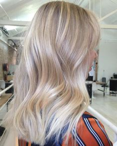 The 74 Hottest Blonde Hair Looks to Copy This Summer Sandy blonde balayage Champagne Blonde Hair, Honey Blonde Hair, Blonde Hair Looks, Blonde Hair With Highlights, Hair Color Balayage, Blonde Color, Summer Blonde Hair, Baby Blonde Hair, Hair Colour