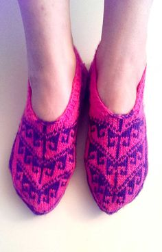 Hey, I found this really awesome Etsy listing at https://www.etsy.com/listing/175693845/hand-knitted-slippers-socks-home-shoes