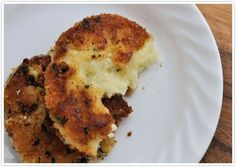 really why wouldn't you just make fired potatoes...wow this world we live in has a recipe to fry anything! Fried mashed potatoes (: Had these at a restaurant recently; and knew I had to find a copy cat.