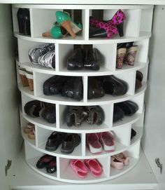 LiveSimplybyAnnie.com All-Star: Lazy Susan for shoes