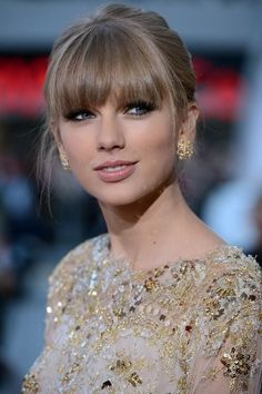 Been thinking about doing this for a while, but it's so hard for me to commit to change. Love it on Taylor Swift though! Taylor Swift Hot, Taylor Swift Makeup, Taylor Swift Style, Taylor Swift Hair Color, Taylor Swift Bangs, Taylor Swift Pictures, Grunge Hair, My Idol, Beauty