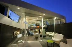 Unique House in Venice by Coscia Day Architecture and Design A curved sheet of steel provides Skywave House with shade and protection, while the increased sense of space is accomplished with large glass walls, an enclosed outdoor living room and the multi Green House Design, Modern House Design, Roof Architecture, Residential Architecture, Minimalist House Design, Minimalist Home, Roof Shapes, Glass House, Apartment Design