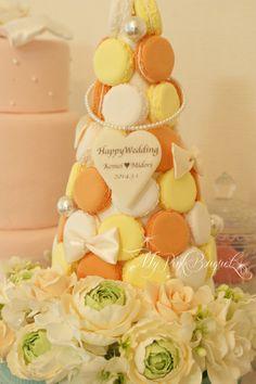 094//マカロンカラー:イエロー×オレンジ×ホワイト。マカロンの間にパールとおリボンを追加♪ガーランド:ラナンキュラス、バラ。