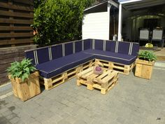 #CoffeeTable, #Garden, #Lounge, #PalletPlanter, #PalletSofa, #RecycledPallet