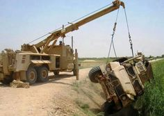 Military Style, LQQKS like a Miller rotator. Military Guns, Military Photos, Military Style, Army Vehicles, Armored Vehicles, Car Hauler Trailer, Tactical Truck, Towing And Recovery, Engin