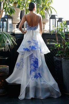 Fashion Friday: Francesca Miranda Fall 2017 Collection   Elegant   Sweet   Dainty   Regal   Gold   Blue   Floral   Embellishments   Lace   http://brideandbreakfast.hk/2016/10/21/francesca-miranda-fall-2017-collection/