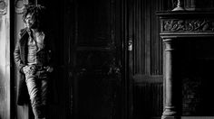 Male Fashion Trends: Lenny Kravitz posa como todo una estrella de rock para The Journal de Mr. Porter
