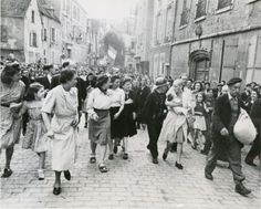 August French woman, who had had a baby by a Germany soldier, being marched home after being punished by having her head shaved.© Robert Capa © International Center of Photography/Magnum Photos British Journal Of Photography, War Photography, Documentary Photography, Magnum Photos, Women In History, World History, History Pics, French History, History Class