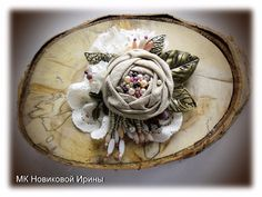 Bijouterie with own hands: master classes for beginners and professionals at the Fair of Masters Crochet Brooch, Felt Brooch, Estilo Boho, Fabric Flower Brooch, Fabric Flowers, Master Class, Material Flowers, Denim Flowers, Boho Inspiration