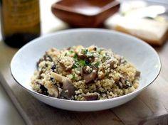 Pensando em atender o meu desejo de comer algo mais leve, encontrei a receita de risoto de quinoa com cogumelos. Vem ver!