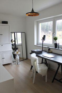 Home-Office with new lighting via http://www.love4home.de/   See full post here: http://whoismocca.com/interior/homestory-details-die-eine-wohnung-zu-einem-zuhause-machen/  #homeoffice #lighting #interior #decoration #inspiration #idea #schreibtisch #table #kallax #sekretaer #office #buero #diy #moodboard #rug #lamps #gold #black #white #mirror #walldecoration #walldesign