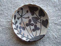 makoto kagoshima Ceramic Pots, Ceramic Pottery, Pottery Art, Ceramic Painting, Ceramic Artists, Kagoshima, Ceramic Techniques, China Art, Sgraffito