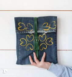 Funda de tablet con vaqueros viejos / Old jeans tablet cover
