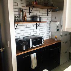 女性で、の男前/リフォーム会社CSP/タイル張り/オリジナル/名古屋モザイクタイル/ブラック…などについてのインテリア実例を紹介。「キッチン棚」(この写真は 2015-09-29 21:40:08 に共有されました)