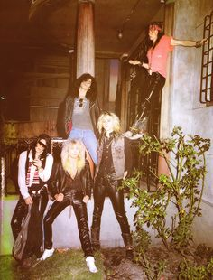 GNR: Izzy, Steven, Slash, Duff and Axl.