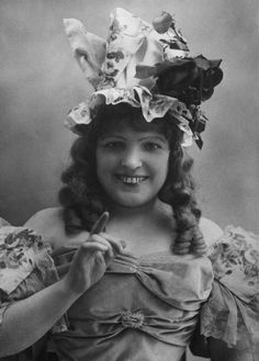 English music-hall entertainer Marie Lloyd
