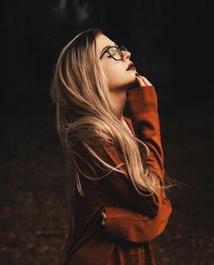 Images and videos of fashion - Moody portrait photography model blond - Photo Portrait, Portrait Photography Poses, Photography Poses Women, Autumn Photography, Creative Photography, Photography Studios, Inspiring Photography, Photography Tutorials, Beauty Photography