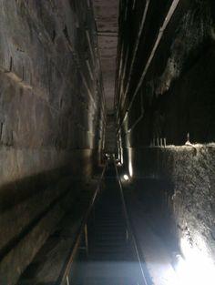Interior de la gran pirámide. Egipto.