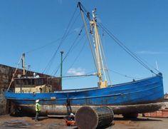 Het #wrak van een #garnalenkotter, dat de #NOB als #duikwrak in de #Oosterschelde bij #Tholen wilde afzinken, zoekt nog een verzekeraar. Ondanks een succesvolle crowdfundingcampagne, kan het schip nog niet worden afgezonken. Sailing Ships, Boat, Dinghy, Boats, Sailboat, Tall Ships, Ship