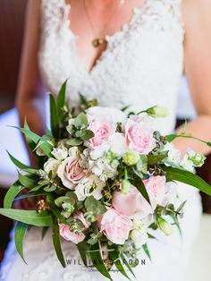 I loved this Australian Eucalyptus Bouquet by the talented Your Somerset Florist. The neatly messy long gum leaves frame the roses perfectly.