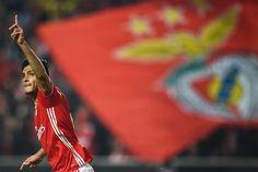Liga dos Campeões.  Benfica perde mas está nos oitavos. Conquistas duras mas saborosas #CarregaBenfica #UCL #Juntos