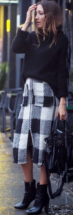 Hello Shopping Black And White Plaid Midi Skirt Fall Street Style Inspo #Fashionistas