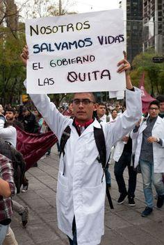 Enfermeras protestan en el DF contra reforma de salud. Foto: Miguel Dimayuga