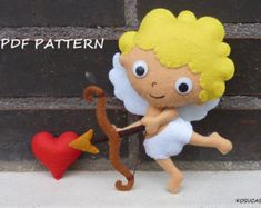 PDF sewing pattern to make felt Alice and Heart Queen di Kosucas