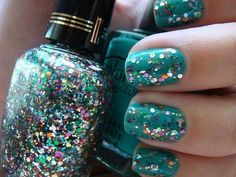 nail art. Blue teal rainbow glitter easy short nail design