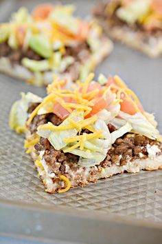 Weight Watchers Taco Pizza BEST WW Sheet Pan Pizza Recipe Dinner Lunch Treat Appetizers - Snack with Smart Points - Great family dinner meal idea - use pantry items fridge food ww smartpoints Weight Watchers Snacks, Weight Watcher Dinners, Plats Weight Watchers, Weight Watchers Meal Plans, Weight Watchers Smart Points, Pizza Taco, Taco Pizza Recipes, Ww Recipes, Lunches