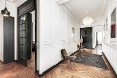 L'architecte d'intérieur Pierre Petit réussit le pari d'une décoration ultra-moderne dans un intérieur haussmannien.