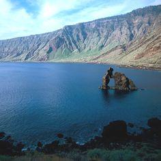 """Monumento Natural """"Roque de Bonanza"""" en la Bahía de las Playas.  isla de El Hierro. Canarias"""