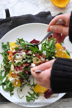 Due bionde in cucina: Insalata invernale con arance, melograno e feta Antipasto, Vegetarian Recipes, Cooking Recipes, Healthy Recipes, A Food, Food And Drink, Wild Rice Salad, Easy Family Dinners, Super Greens