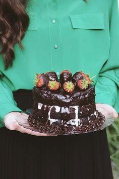 Strawberry chocolate cake Chocolate Strawberry Cake, Chocolate Strawberries, Chocolate Cake, Baking, Desserts, Food, Chicolate Cake, Tailgate Desserts, Chocolate Cobbler