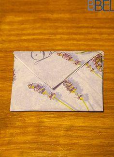 Guardanapo em forma de envelope