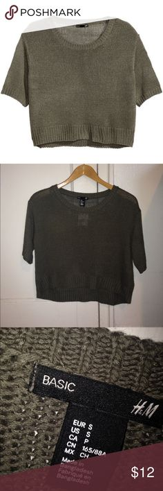 Olive green knit short sleeve sweater Basic sweater from h&m A bit high low - can also fit an xs   New, never wore!   Super comfortable and stylish (: H&M Sweaters Crew & Scoop Necks