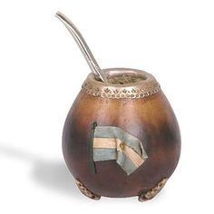El recipiente original del mate es una calabaza pero también los hay de madera…