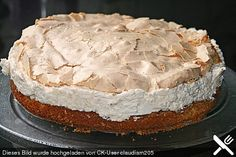 An old-fashioned classic homemade Coconut Cream Pie. Luscious and ever-so-tasty this pie is with its mile-high meringue. Pie Pops, Coconut Custard, Coconut Cream, Food Cakes, Cup Cakes, Best Sweets, Apple Desserts, Winter Food, Cakes And More