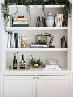 Home Interior Design Source: Park & Oak.Home Interior Design Source: Park & Oak Interior Desing, Home Interior, Interior Livingroom, Interior Lighting, Interior Ideas, Bookshelf Organization, Deco Nature, Decoration Bedroom, Bookshelf Styling