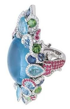 Bague du Coffret de Victoire, or blanc, diamants, aigue-marines, tourmalines Paraïba, grenats tsavorites, saphirs et saphirs roses.