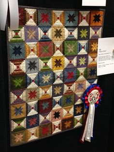 QUILT Inspiration, Log Cabin Courthouse Steps - 'Repro Stars' by Mary Widdis at Empire Quilt Fest 33 Bargello Quilts, Scrappy Quilts, Mini Quilts, Log Cabin Quilt Pattern, Log Cabin Quilts, Log Cabins, Colchas Quilting, Quilting Designs, Machine Quilting