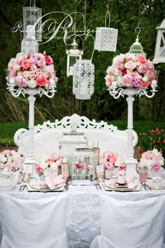 vintage centerpiece...too much pink but I like this idea : )Love the color of the flowers